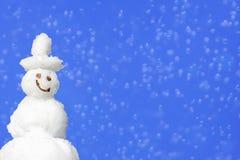 Fondo con el muñeco de nieve y la falta de definición sonrientes Fotografía de archivo