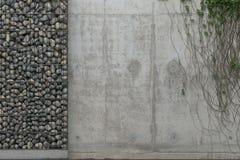 Fondo con el muro de cemento y la pared grises del gabion con las piedras en un marco de la rejilla del metal Vista delantera con ilustración del vector