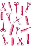 Fondo con el peine y las tijeras rosados Imagen de archivo libre de regalías