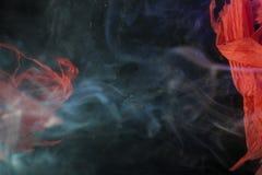 Fondo con fumo ed il panno rosso Fotografia Stock Libera da Diritti