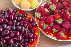 Fondo con i berryes freschi fotografie stock