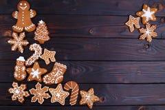 Fondo con i biscotti del pan di zenzero, ginge del nuovo anno o di Natale Immagini Stock
