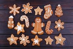 Fondo con i biscotti del pan di zenzero, ginge del nuovo anno o di Natale Fotografia Stock