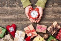 Fondo con i contenitori di regalo, natale di vigilia del nuovo anno e di Natale Immagine Stock Libera da Diritti