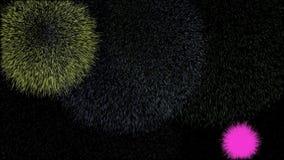 Fondo con i fuochi d'artificio variopinti che esplodono nel cielo notturno stock footage