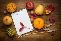 Fondo con il taccuino, agricoltura di autunno Fotografie Stock
