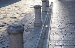 Fondo con la calle de piedra vieja en Zadar Croacia foto de archivo