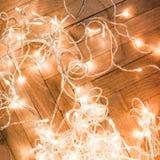 Fondo con la decoración festiva - el brillar intensamente de la Navidad de la Navidad Foto de archivo