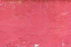 Fondo con la pared pintada rojo-rosada Fotos de archivo libres de regalías