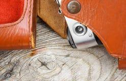 Fondo con la vecchia fine di legno di struttura alta e parte della macchina fotografica Immagini Stock