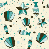 Fondo con las conchas de berberecho, los pescados y las estrellas de mar Imagen de archivo libre de regalías