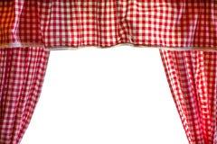 Fondo con las cortinas de las casillas blancas rojas y sobre el fondo blanco Foto de archivo libre de regalías