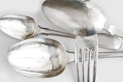 Fondo con las cucharas de plata y la fork de la cena Imagen de archivo libre de regalías
