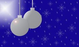 Fondo con las decoraciones de plata de la bola de la Navidad Foto de archivo libre de regalías