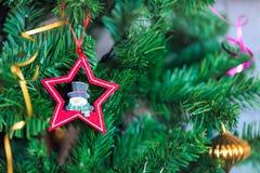 Fondo con las decoraciones del árbol de navidad Imagenes de archivo