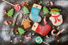 Fondo con las galletas y el caramelo de la Navidad Imagenes de archivo