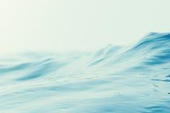Fondo con las ondulaciones, mar, opinión del agua azul de ángulo bajo de la ola oceánica Fondo de la naturaleza del primer Foco d libre illustration