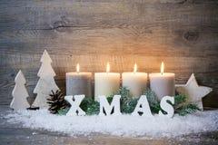 Fondo con las velas y los copos de nieve para la Navidad Imagen de archivo libre de regalías