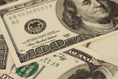 Fondo con los billetes de dólar del americano ciento del dinero Foto de archivo libre de regalías
