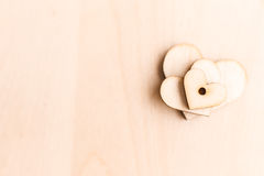 Fondo con los corazones de madera Foto de archivo