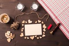 Fondo con los corazones de madera Imagen de archivo libre de regalías