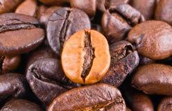 Fondo con los granos de café Imagenes de archivo