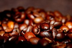 Fondo con los granos de café fritos imagen de archivo