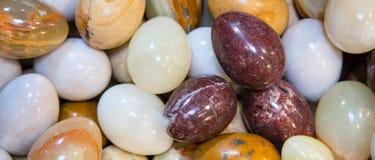 Fondo con los huevos de mármol Fotos de archivo libres de regalías