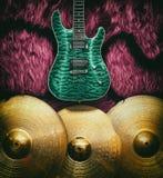 Fondo con los instrumentos musicales Imagen de archivo