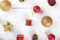 Fondo con los juguetes para la tarjeta de Navidad Foto de archivo