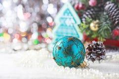 Fondo con los ornamentos de la Navidad, foco suave de la Navidad Imagen de archivo
