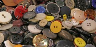fondo con molti bottoni dei vestiti Fotografia Stock