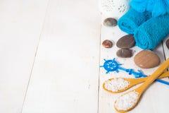 Fondo con todavía del balneario vida - toalla, sal y piedras Imagen de archivo libre de regalías