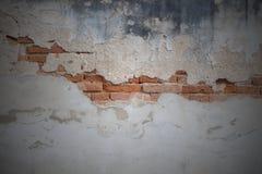 Fondo concreto agrietado de la pared de ladrillo de la vendimia Foto de archivo libre de regalías
