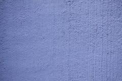 Fondo concreto lavato bianco rustico di struttura della parete dipinto nel colore blu - chiuda su fotografie stock libere da diritti