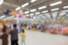 Fondo confuso astratto dei dettaglianti nel centro commerciale immagini stock libere da diritti