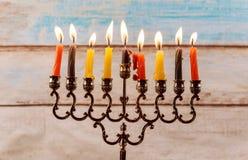 Fondo creativo de Jánuca del día de fiesta judío con el menorah Imagenes de archivo