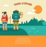Fondo d'annata con i viaggiatori con zaino e sacco a pelo, foresta di vettore illustrazione vettoriale