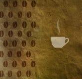 Fondo d'annata con un modello dei chicchi di caffè e della tazza di caffè Fotografie Stock