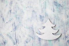 Fondo d'annata del modello di inverno con l'albero di natale bianco immagine stock