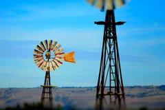 Fondo d'annata dell'estratto del mulino a vento del cielo blu Fotografie Stock Libere da Diritti