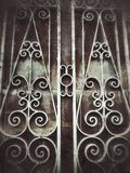 fondo d'annata di buio di effetto della luce della vecchia di struttura porta della parete Fotografia Stock Libera da Diritti