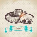 Fondo d'annata tropicale con il cappello e gli occhiali da sole della spiaggia Immagine Stock