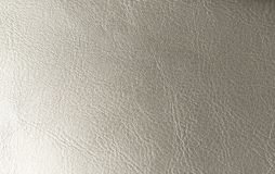 Fondo d'argento di pendenza Fondo brillante argenteo Gray Background di cuoio genuino fotografie stock