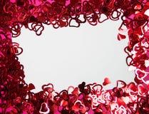 Fondo dai piccoli cuori rossi fotografie stock libere da diritti