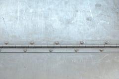 Fondo de acero del metal, con la bisagra larga de acero imagenes de archivo