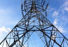 Fondo de alto voltaje de la torre y del cielo Fotografía de archivo