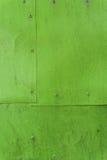 Fondo de aluminio pintado verde de la hoja con los remaches Fotos de archivo libres de regalías