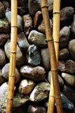 Fondo de bambú de las ramificaciones y de las piedras del zen Imagen de archivo libre de regalías