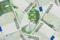 Fondo de billetes de banco en el valor nominal de cientos euros T fotos de archivo